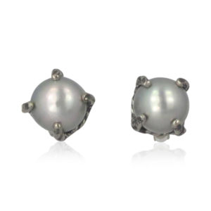 Gem Kingdom Pearl Studs